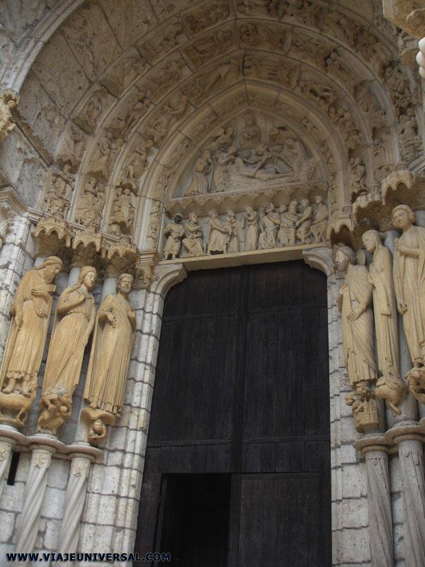 Portico Real De La Catedral De Chartres Francia