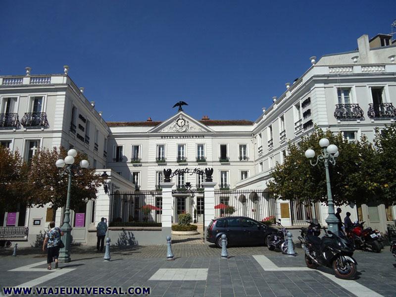 H tel d 39 aige noir de fontainebleau francia - Hotel fontainebleau piscine ...
