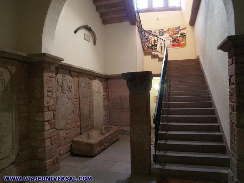 Escalera biblioteca humanista de s lestat en francia - Escalera de biblioteca ...