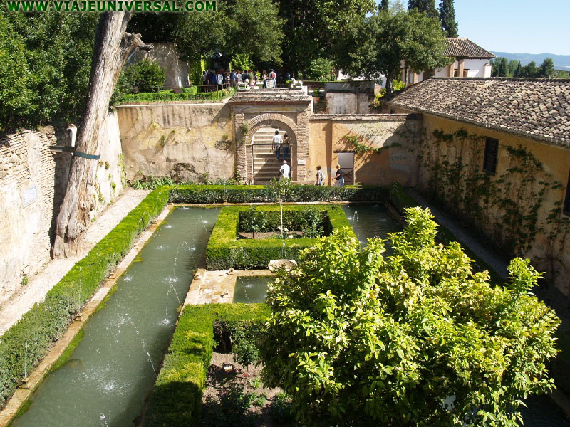 Fotografia patio cipreses generalife en la alhambra de - Patios de granada ...