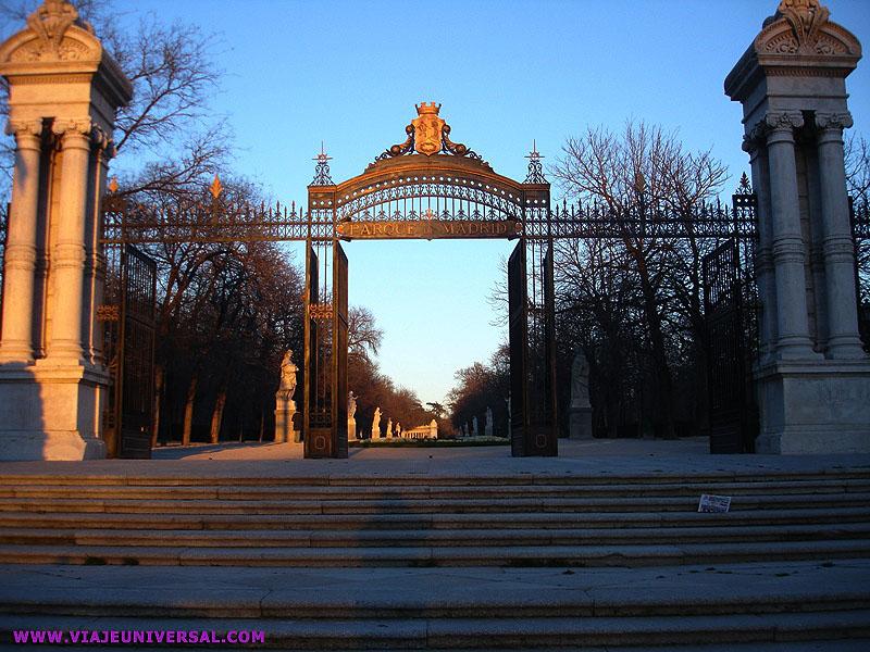 Puerta De Espa A En El Retiro Madrid