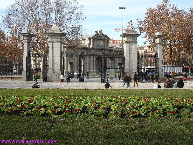 Puerta de independencia en el retiro madrid - Montadores de pladur en madrid ...